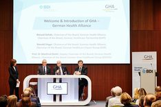 v.l.n.r.: Ronald Singer, Chairman of the Board, Prof. Dr. Manfred Dietel, Deputy Chairman of the Board und Roland Göhde, Chairman of the Board skizzieren die Ziele der German Health Alliance